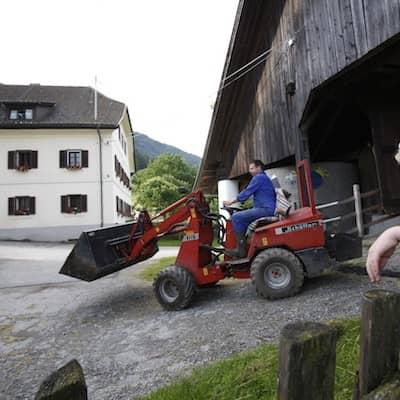 Traktor fahren am Bauernhof!